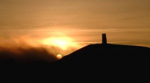 glastonbury-tor-winter-sol